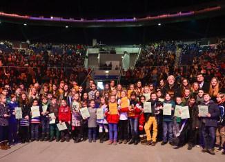 Das Gymnasium Salzgitter-Bad wurde in der Volkswagen Halle Braunschweig als teilnehmerstärkste Schule am Leichtathletik-Mehrkampfcup ausgezeichnet. Foto: STIFTUNG NORD/LB • ÖFFENTLICHE