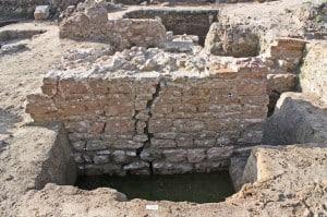 Die Steine der Stadtmauer wurden vor dem Abtragen nummeriert. Foto: Udo Gebauhr