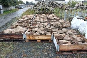 Die Steine wurden auf dem städtischen Bauhof eingelagert. Foto: Udo Gebauhr