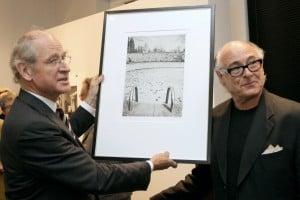 Richard Borek (mit gerahmten Foto) und Michael Meyersfeld. Foto: Borek