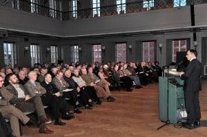 Tobias Henkel stellt den historischen Städteatlas für Braunschweig im Haus der Wissenschaft vor. Foto: Andreas Greiner-Napp