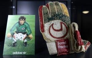 Die Handschuhe von Torhüter-Legende Bernd Franke. Foto: Eintracht Braunschweig/Susanne Hübner