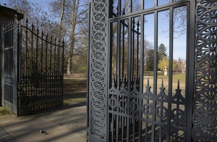 Das restaurierte Tor zur Parkanlage Inselwall. Foto: Peter Sierigk