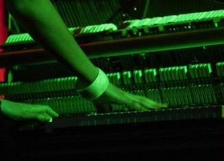 Beim Konzert des musiXircus der IGS Querum kommen auch Skelettklaviere zum Einsatz und sorgen für beeindruckende Bilder (Tastentaumel 2008). Foto: Frank Tobian
