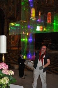 Das Kreuz ist vom letzten Rest Folie befreit. Foto: Ralph-Herbert Meyer