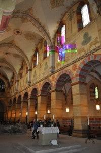 So wird das Lichtkreuz bis zum 9. Juni im Kaiserdom Königslutter zu sehen sein. Foto: Ralph-Herbert Meyer