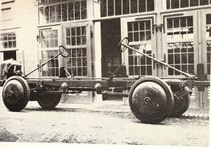 Ein Fahrgestell für das Büssing-Panzerfahrzeug A7V mit Doppellenkung, das ebenso schnell vorwärts- wie rückwärtsfahren konnte. Büssing-Foto Archiv E.-J. Zauner
