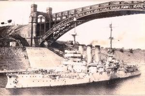 """Das Linienschiff """"Braunschweig """" im Kaiser-Wilhelm-Kanal (heute Nord-Ostseekanal). Foto: Archiv E.-J. Zauner"""