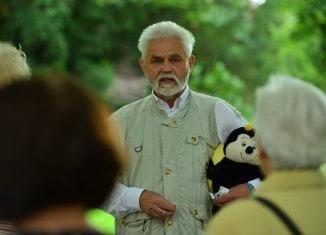 Imker Hans-Georg Picker führte durch das 3. Schauschleudern der Stiftung Braunschweigischer Kulturbesitz. Foto: Andreas Greiner-Napp