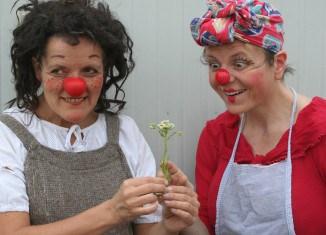 """Das Rote Nase Clowntheater spielt für Kinder im """"Theater-Kunst-Café"""" im Garten des Hauses der Stiftungen. Foto: Stiftung Braunschweiger Kulturbesitz"""