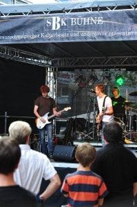 Auf der SBK-Bühne an der Karrenführerstraße (Ecke Galeria) treten Nachwuchsbands aus der Region auf. Foto: Andreas Greiner-Napp