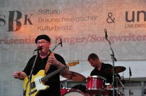 Die Bühne am Magnitor, auf der Singer und Songwriter aus der Umgebung auftreten, wird von der SBK gefördert. Foto: Andreas Greiner-Napp