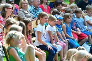 Die Kinder sahen gespannt zu. Foto: Andreas Greiner-Napp