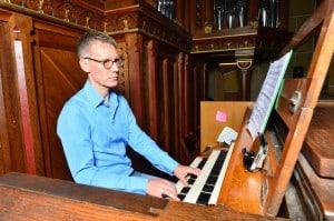 Prof. Dr. Andreas Sieling (Berlin) an der Orgel im Kaiserdom. Foto: Stiftung Braunschweigischer Kulturbesitz/Andreas Greiner-Napp