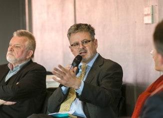 Autor Christopher Clark (Mitte) stellte sich im Haus der Wissenschaft der Kritik. Foto: Peter Sierigk
