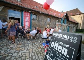 """Der """"Pferdestall"""" in Helmstedt ist ein beliebter Treffpunkt für Kunst, Musik und Gespräche. Foto: Nico Jäkel"""
