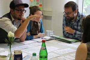 In Workshops erarbeiteten sich die professionellen freien Gruppen ihre Themen. Foto: Thomas Malorny