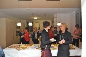 Erika Borek (rechts) im Gespräch mit Dompredigerin Cornelia Götz. Foto: Anke Meyer