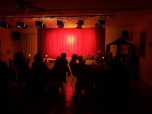 Bühnenprogramm und Kerzenschein: Ein typischer Abend in der Weltbühne. Foto: Veranstalter