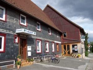 In dem alten Dorfgasthof ist heute die Weltbühne Heckenbeck. Foto: Veranstalter