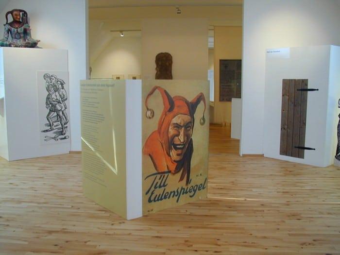 Blick in den Ausstellungsraum des Till Eulenspiegel- Museums in Schöppenstedt.