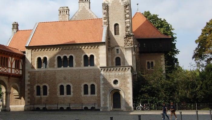 Die Abrisskante an der Burg. Foto: Thomas Ostwald