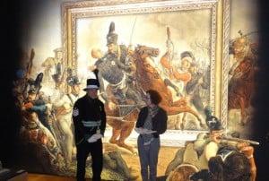 """Die Besucher gingen auch in die Ausstellung """"Wann ist ein Held ein Held"""" im Landesmuseum. Foto: Richard Borek Stiftung"""