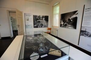 Blick in die Wagenfeld-Ausstellung in Boffzen. Foto: Stafanier Waske/Glasmuseum Boffzen
