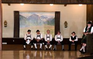 In bayrischen Trachten und mit schönem Alpenblick: Die German-American Society in Nebraska zelebriert deutsche Traditionen. Foto Birte Hennigs