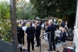 Der Musikzug der Freiwilligen Feuerwehr spielte im Garten des Hauses der Braunschweigischen Stiftungen. Foto: Justus Zeemann