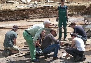 Grabungshelfer bei der Arbeit im Geopunkt Schandelah im Sommer 2015 © SNHM