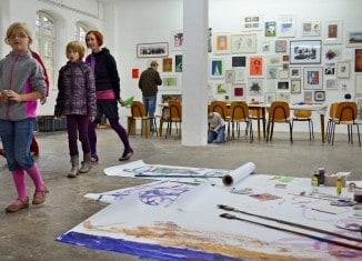 Immer spannend: ein Besuch bei Kunstschaffenden. Foto: Die Braunschweigische Stiftung