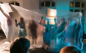 Tanzstück von esistso!company zum Abschluss. Foto: Peter Sierigk