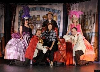 """Das Ensemble von """"Aschenputtel oder Rossini kocht eine Oper""""."""