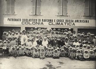 Kriegswaisen in einer Schule in der Stadt Ravenna. Das amerikanische Rote Kreuz finanzierte diese Einrichtung. Foto: Larry David, Bibliotheca Classense Ravenna Institution