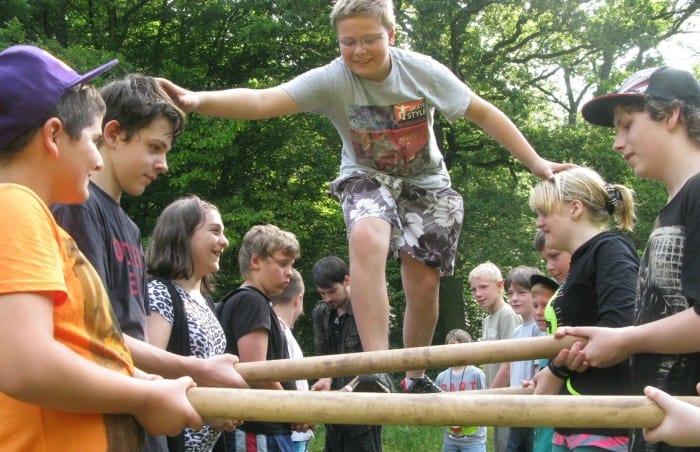 Bei außerschulischen Aktionen lernen die Schüler der HS Pestalozzistraße, Aufgaben im Team zu lösen. Foto Niels Borkowski / AWO-Förderzentrum Lotte Lemke, Braunschweig