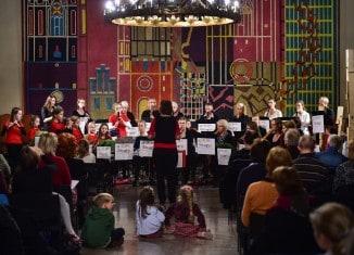 """Das Blockflötenorchester """"Recording Generations"""" bei seinem Auftritt in der Dornse. Foto: Andreas Greiner-Napp"""
