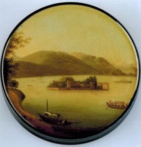 Schnupftabakdose mit Landschaftsdarstellung (Papiermaché). Blick auf die Isola Bella im Lago Maggiore. Foto: Detlev Richter