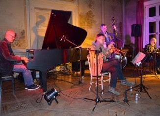 Trio um Elmar Vibrans mit Tilman Thiemig im Klostergut Heiningen (Festival 2014). Foto: Die Braunschweigische Stiftung