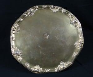 Eine vergoldete Silberplatte auf Fuß aus dem Besitz Herzog Wilhelms. Foto: Schlossmuseum Braunschweig