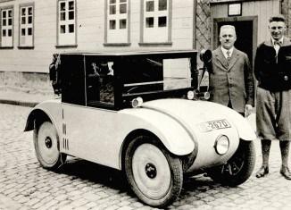 Eines der ersten Automobile in der Stadt Wolfenbüttel. Foto: Ausstellungskatalog