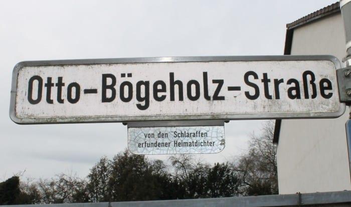 Schild der Otto-Bögeholz-Straße in Watenbüttel. Foto: meyermedia