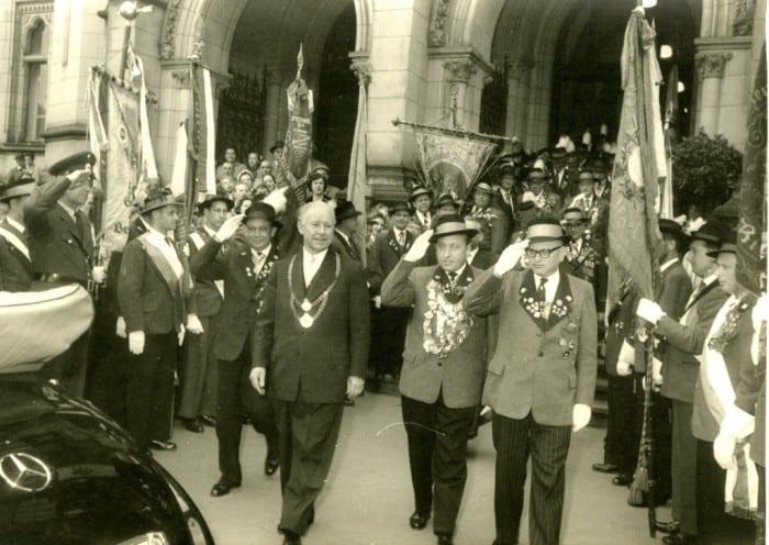 Otto Bennemann (Bildmitte mit Bürgermeisterkette) im Jahr 1958. Foto: Die Braunschweigische Stiftung
