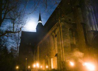 : Die Klosterkirche Riddagshausen im Abendlicht. Foto: Peter Sierigk