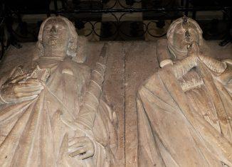 Die Grablage von Heinrich dem Löwen (links) und seiner Frau Mathilde (rechts) im Dom. Foto: meyermedia
