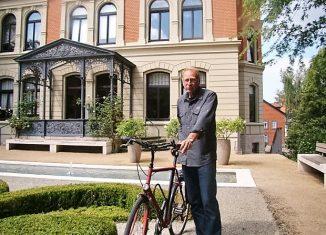 >Klaus Hermann bietet eine Fahrradtour zwischen dem Augusttor und dem Herzogtor an. Foto: Markus Gröchtemeier