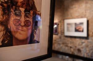 John Lennon und seine Brillen. Foto: Prüsse Stiftung/Andreas Greiner-Napp