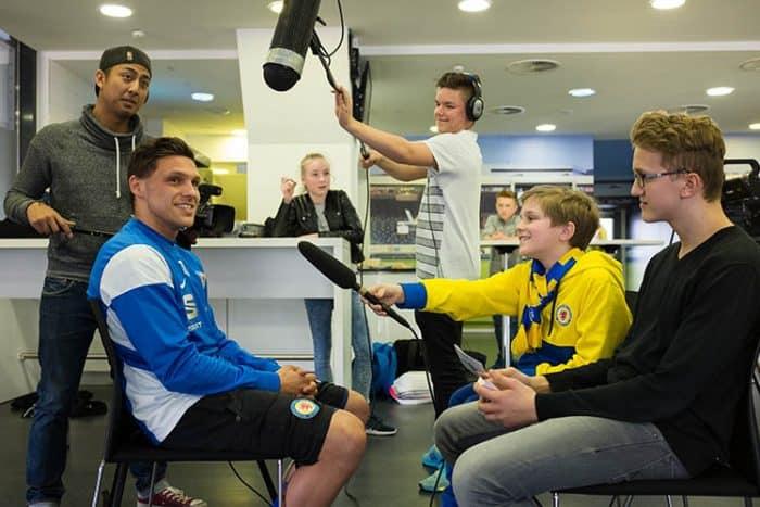 Stars zum Anfassen: Mirko Boland gab den SportXperten ein sehr unterhaltsames Interview im Eintracht-Stadion. Foto: SportXperten