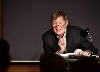 Wolfgang Gropper während einer Lesung. Foto: Andreas Greiner Napp