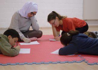 """Für jeden der teilnehmenden Jugendlichen bedeutet """"Zuhause"""" etwas anderes. Es geht um positive Gefühle und Assoziationen. Foto: Gisela Torres-Hernandez"""